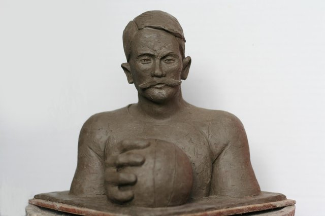 The bust of Thomas Donohoe is being modeled in clay before it will be cast in carbon fibre